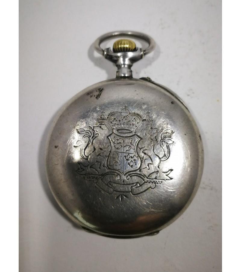 Laikrodis sidabrinis, antikvarinis, kišeninis. Veikiantis. Kaina 107