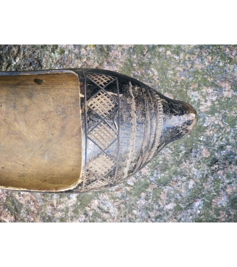 Klumpė antikvarinė, drožinėta. Kaina 16