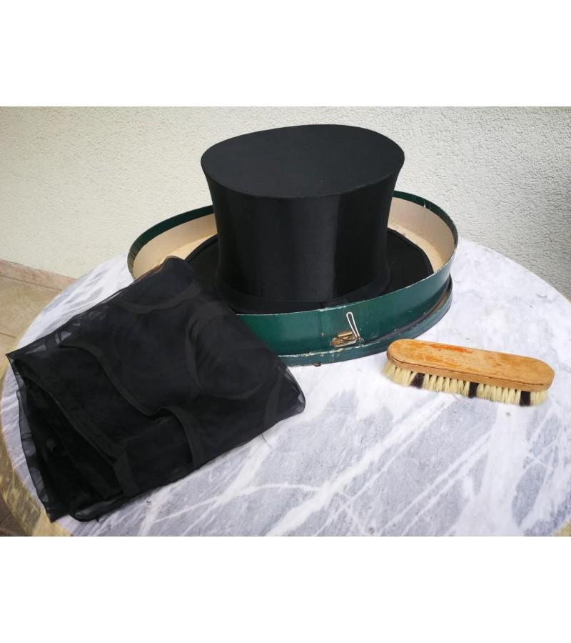 Cilindras (skrybėlė) sustumiamas, antikvarinis originalioje dėžutėje. Vokietija. Komplekte šalikėlis ir šepetėlis. Kaina 92