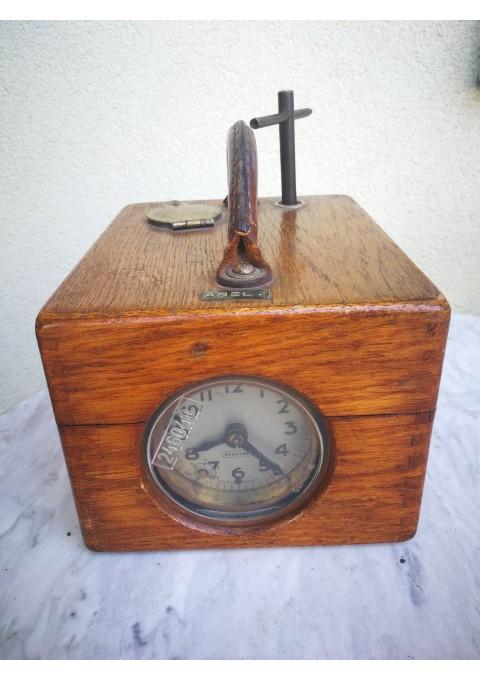 Laikrodis balandžių lenktynių skrydžio laikui paskaičiuoti. Vokietija. Benzing. 1950-60 m. Kaina 128
