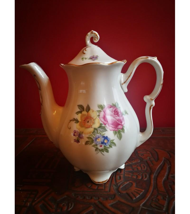 Arbatinis porcelianinis. Tarpukario Čekoskovakija. Kaina 17
