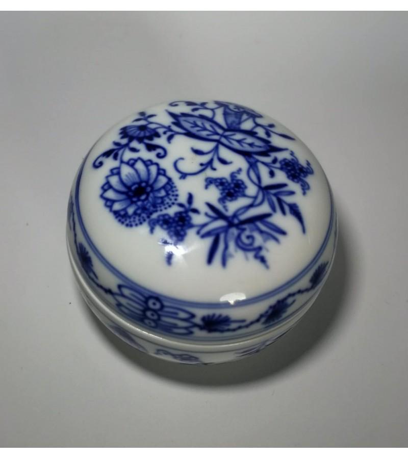 Meissen porcelianinė dėžutė. Kaina 42
