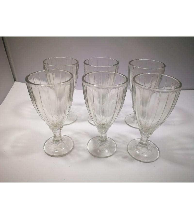 Stikliukai, taurelės tarybiniai, 12 vnt. Kaina po 6,5.