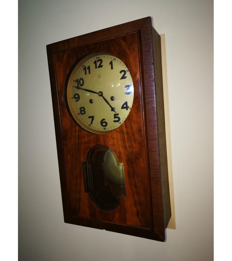 Laikrodis Junghans, antikvarinis. Kaina 157