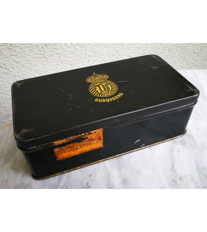 Dėžutė Husqvarna siuvimo mašinos, 1938 m. Kaina 26
