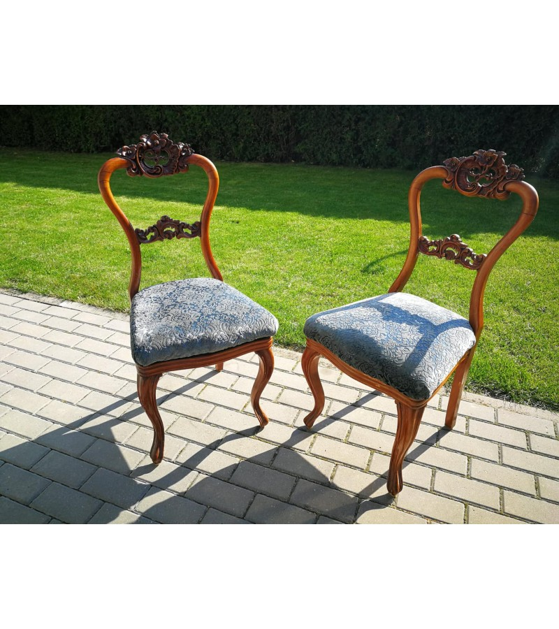 Kėdės antikvarinės drožinėtos. 2 vnt. Kaina po 53