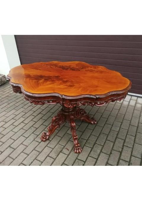 Stalas antikvarinis ovalinis, drožinėtas, puošnus. Kaina 562