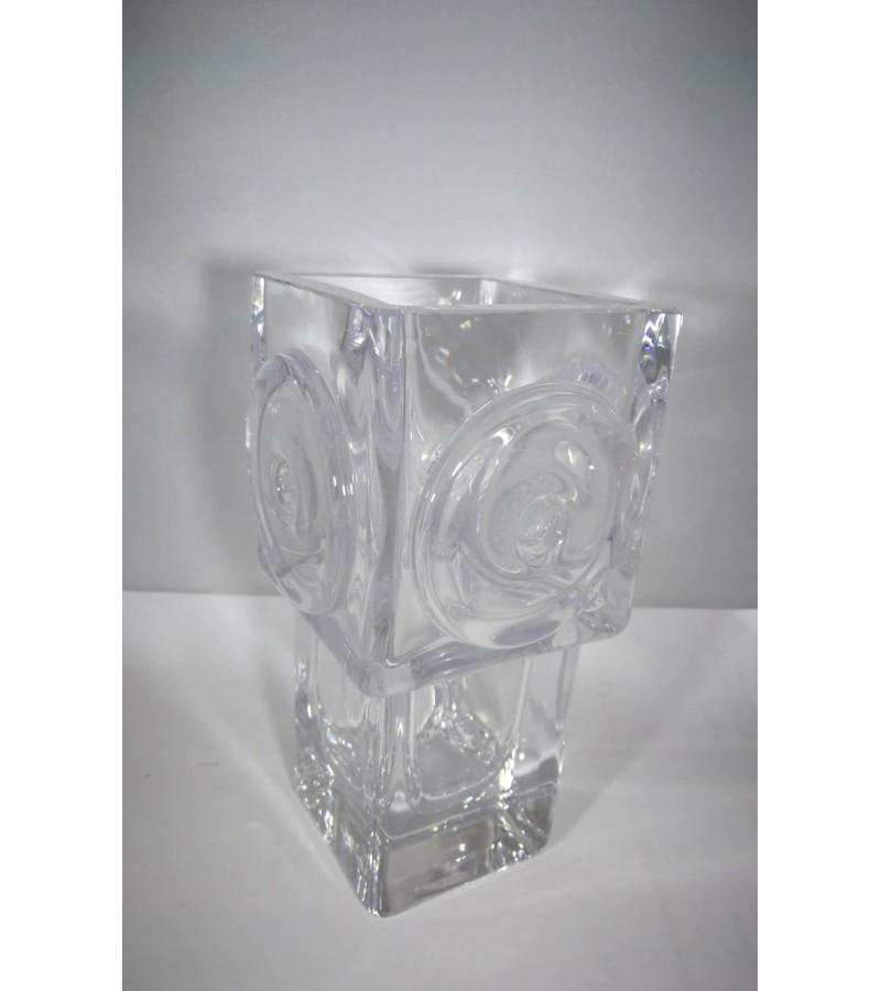 Vaza vintažinė stiklinė. Kaina 32