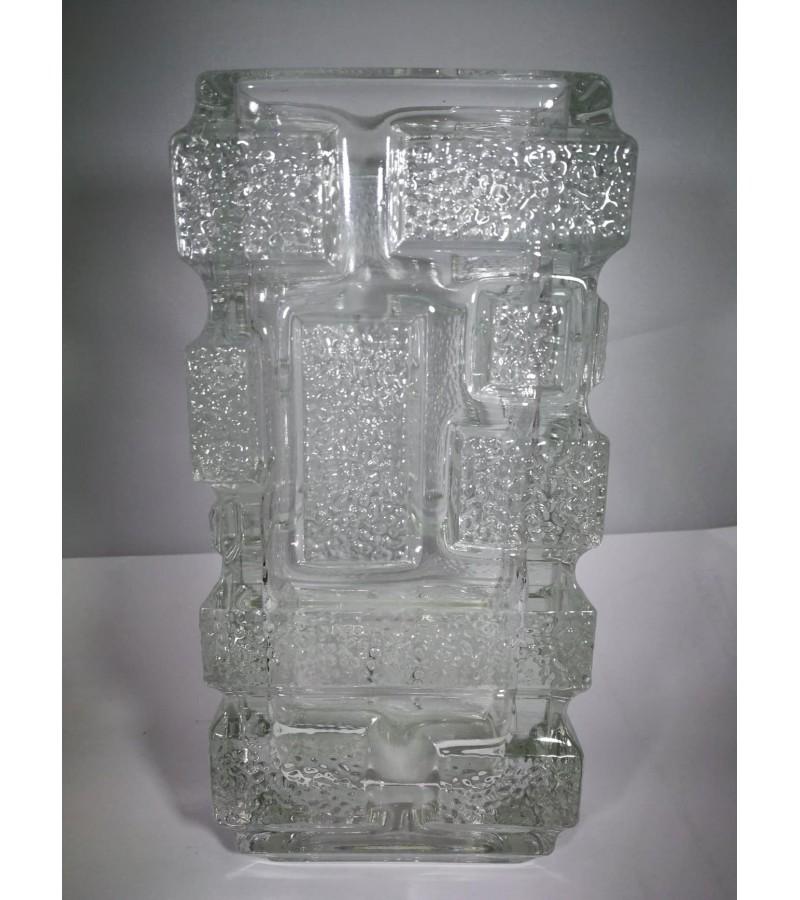 Vaza vintažinė, stiklinė. Kaina 32