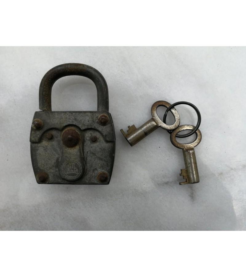 Senoviška spynelė su 2 raktais. Kaina 21