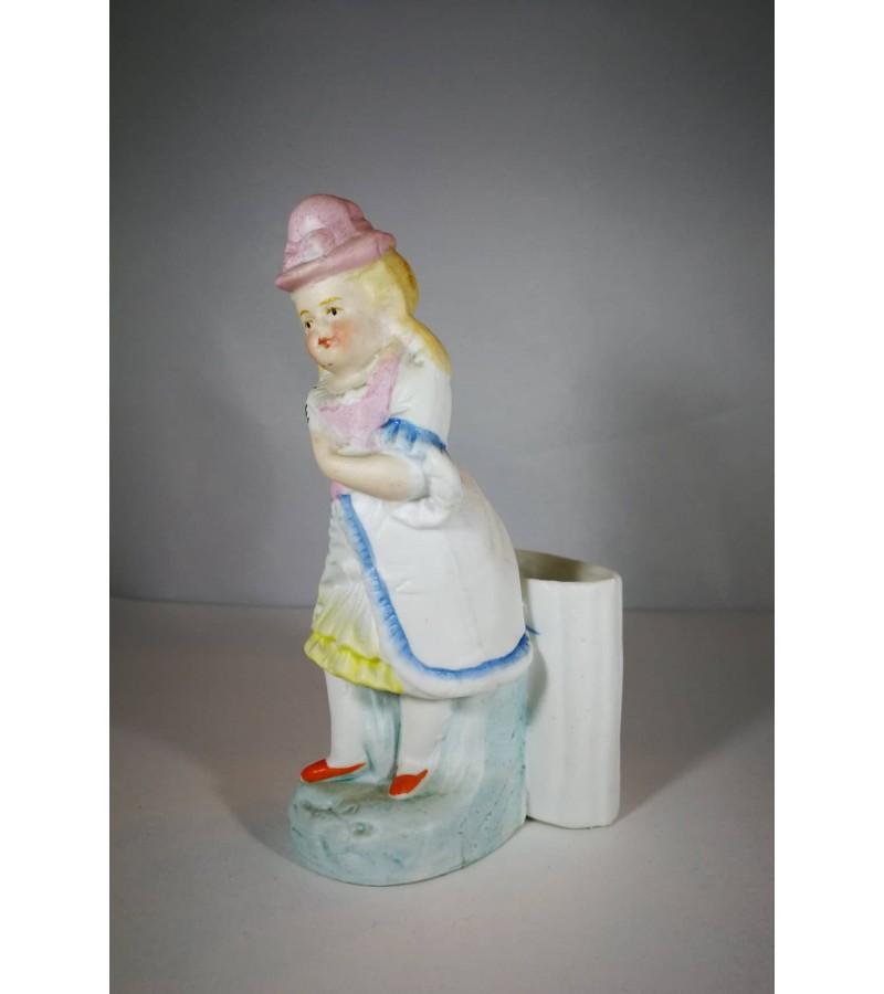 Statulėlė biskvito, mergaitė. Antikvarinė. Kaina 18