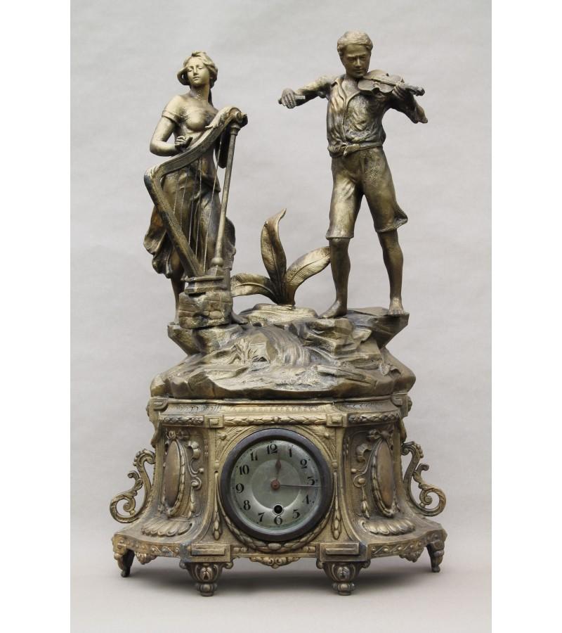 Antikvarinis laikrodis su statulomis. Pagaminta Prancūzijoje. Kaina 235 už viską.