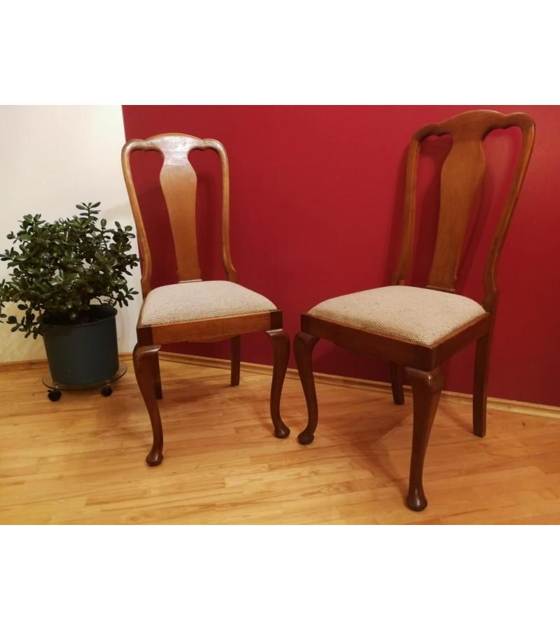 Kėdės Chippendale stiliaus antikvarinės, tvirtos. 2 vnt. Kaina 62 už abi.