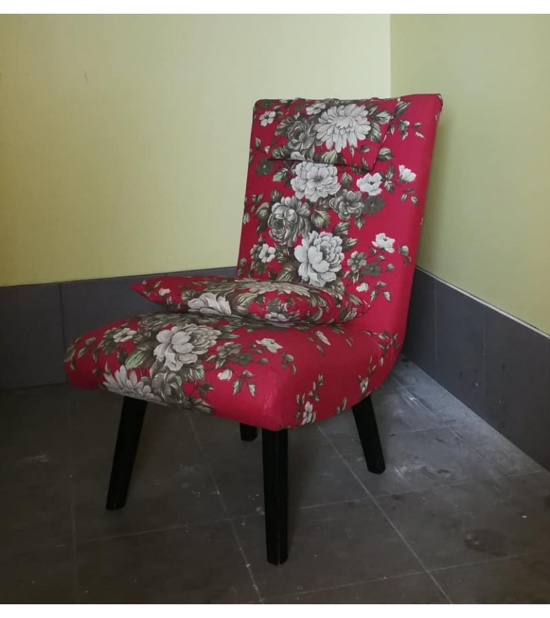 Fotelis su pagalvėlėmis. Kaina 38 eur