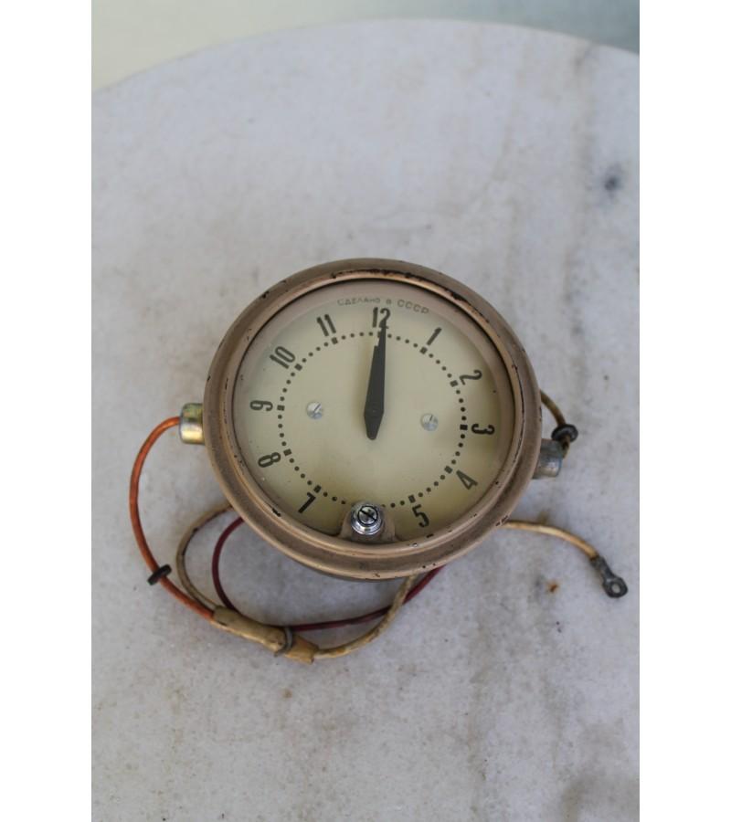 Tarybinis senovines masinos laikrodis. Kaina 32 Eur.