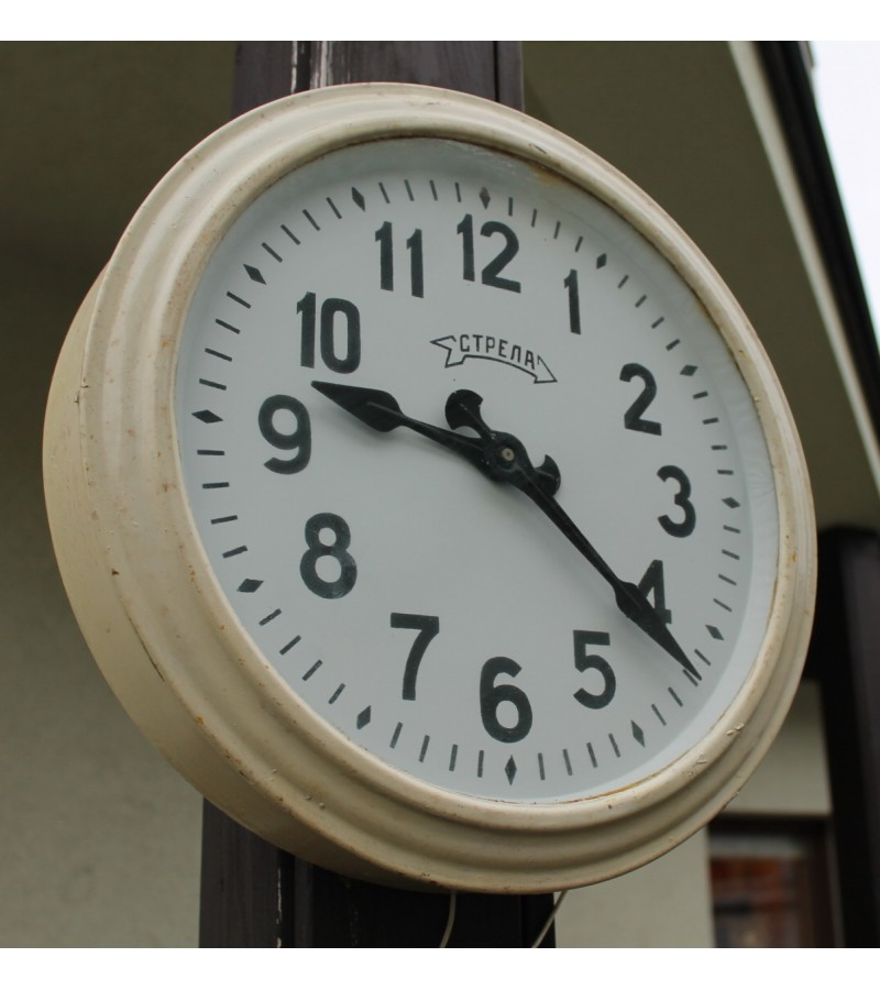 Laikrodis STRELA skardiniu korpusu. 12 V. Kaina 52