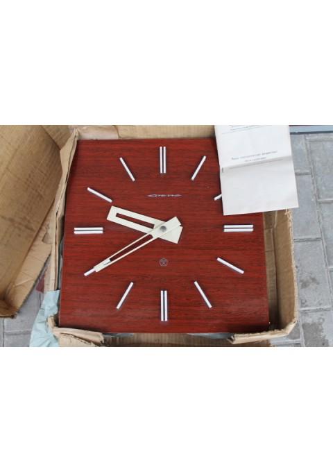 Stilingas tarybinis laikrodis STRELA. 4 vnt. Kaina po 52 Eur.
