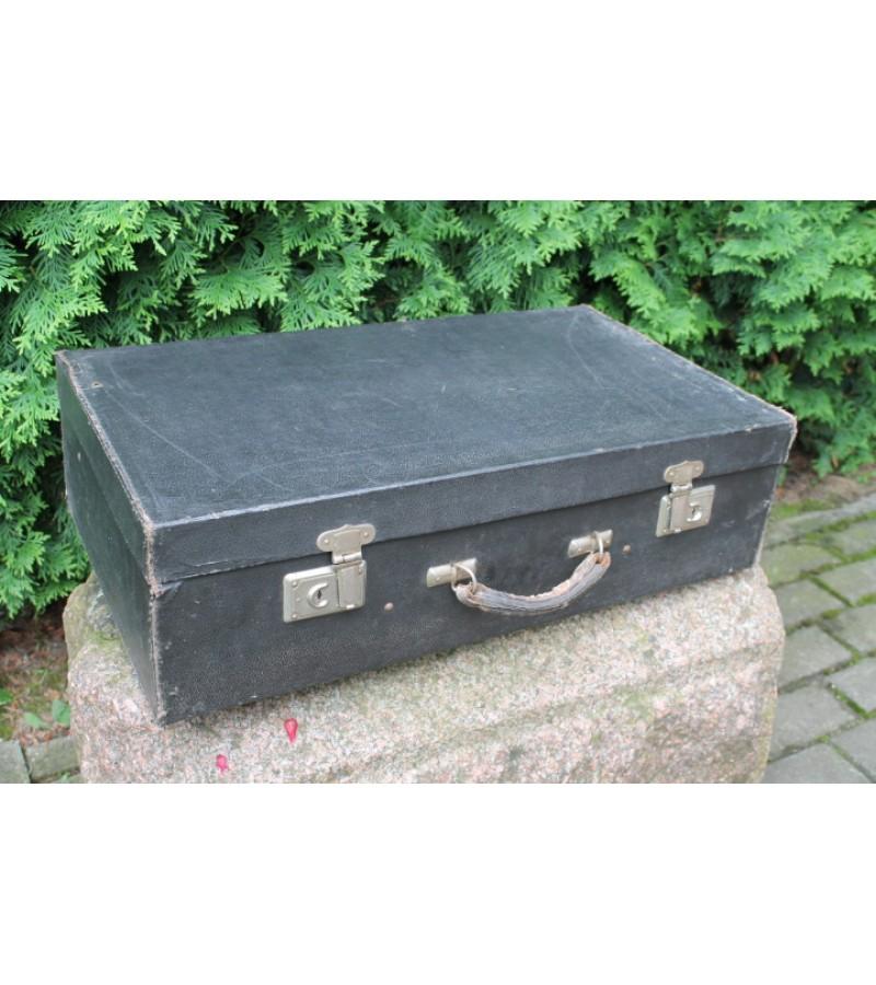 Tarybinis juodas lagaminas. Kaina 23 Eur.
