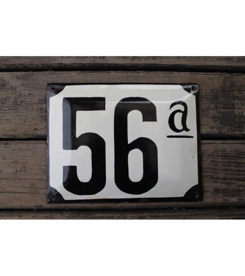 Antikvarinis emaliuotas skardinis namo numeris. Kaina 23 Eur.