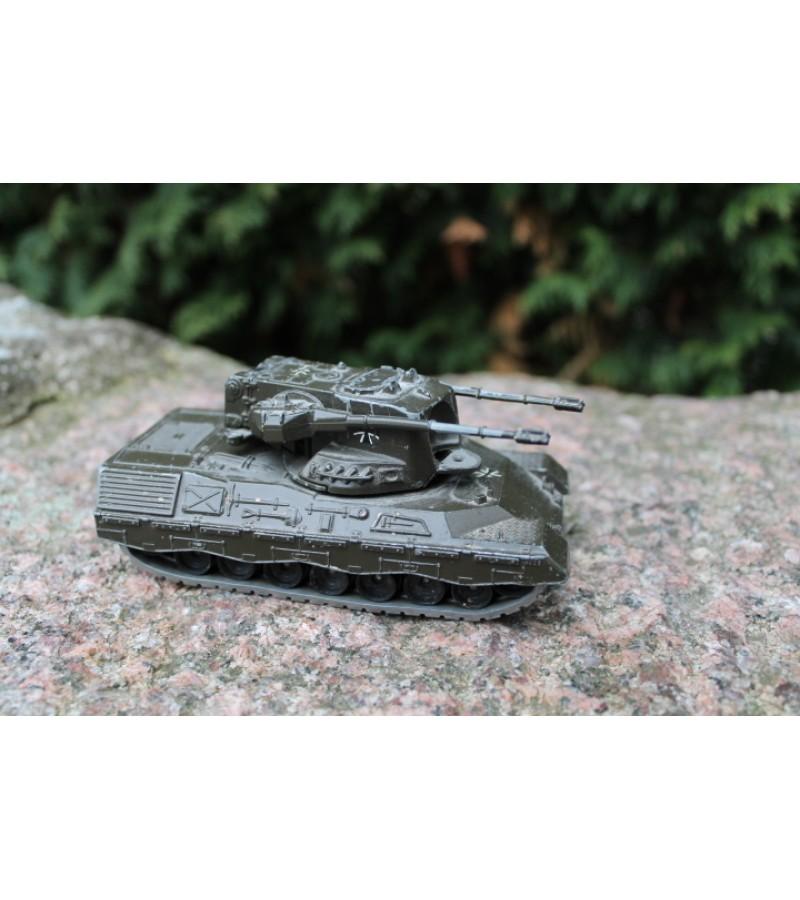 Vokisko tanko metalinis modeliukas. Kaina 11 Eur.