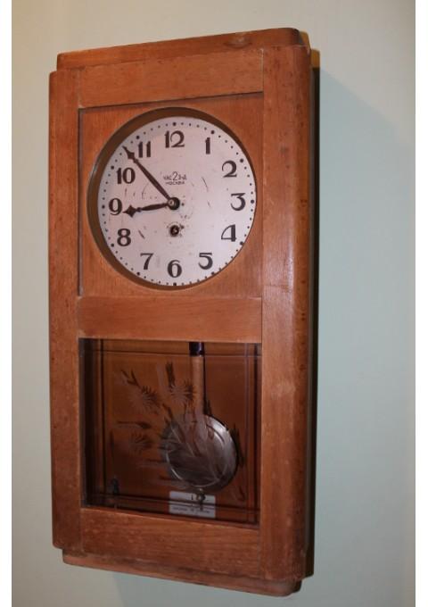 Tarybinis pakabinamas laikrodis. Kaina 46 Eur.