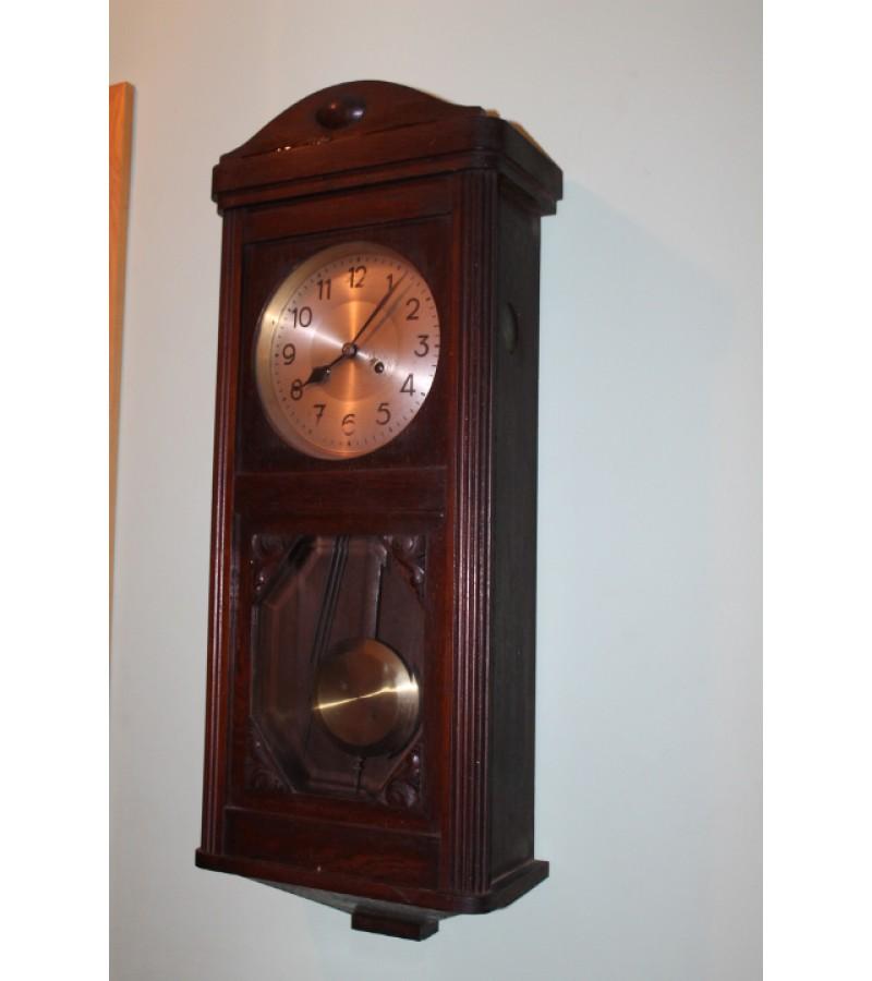Laikrodis Dufa skambinantis ir ketvircius. Kaina 162 Eur.