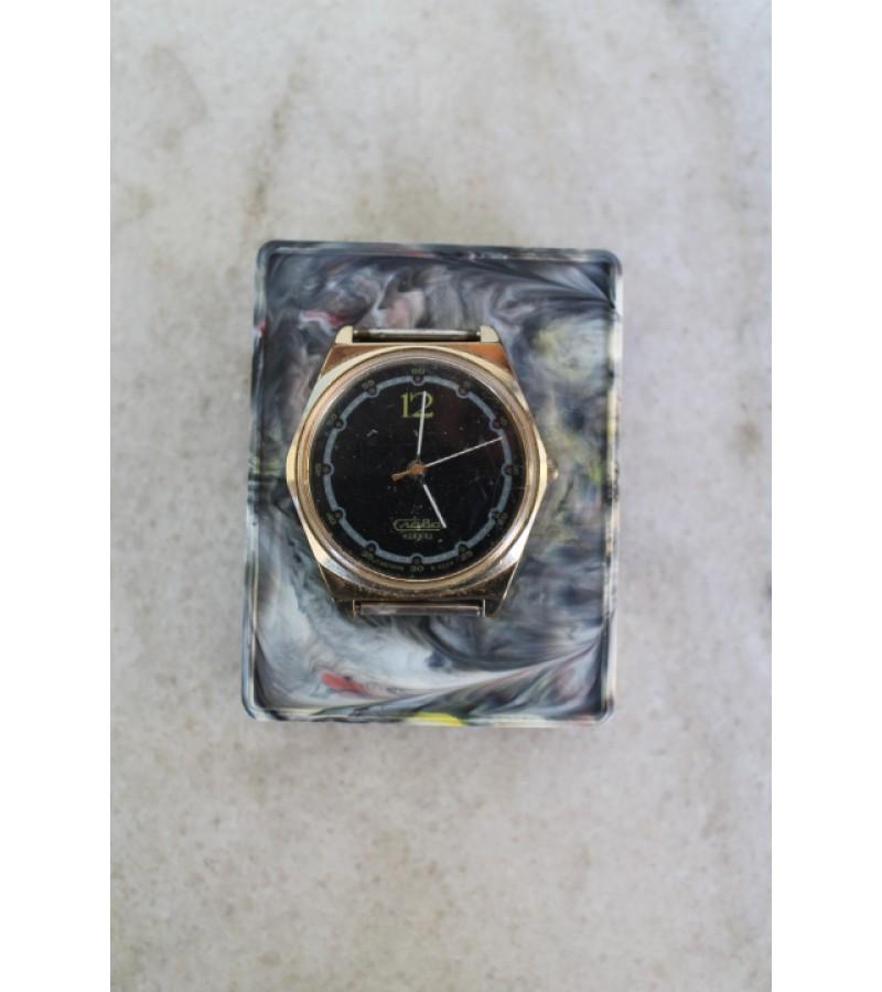 Rankinis kvarcinis tarybinis laikrodis Slava. Kaina 11