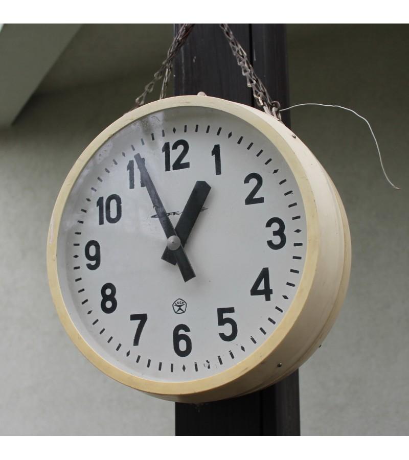 Abipusis laikrodis STRELA. Kaina 42