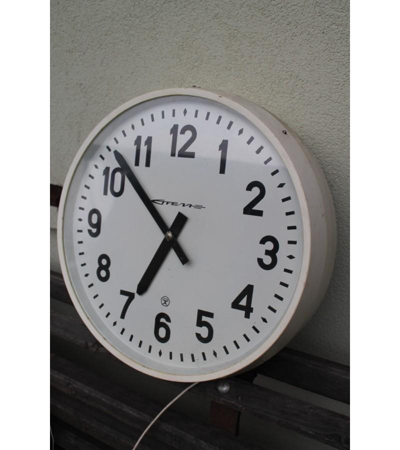 Abipusis laikrodis STRELA. Kaina 52