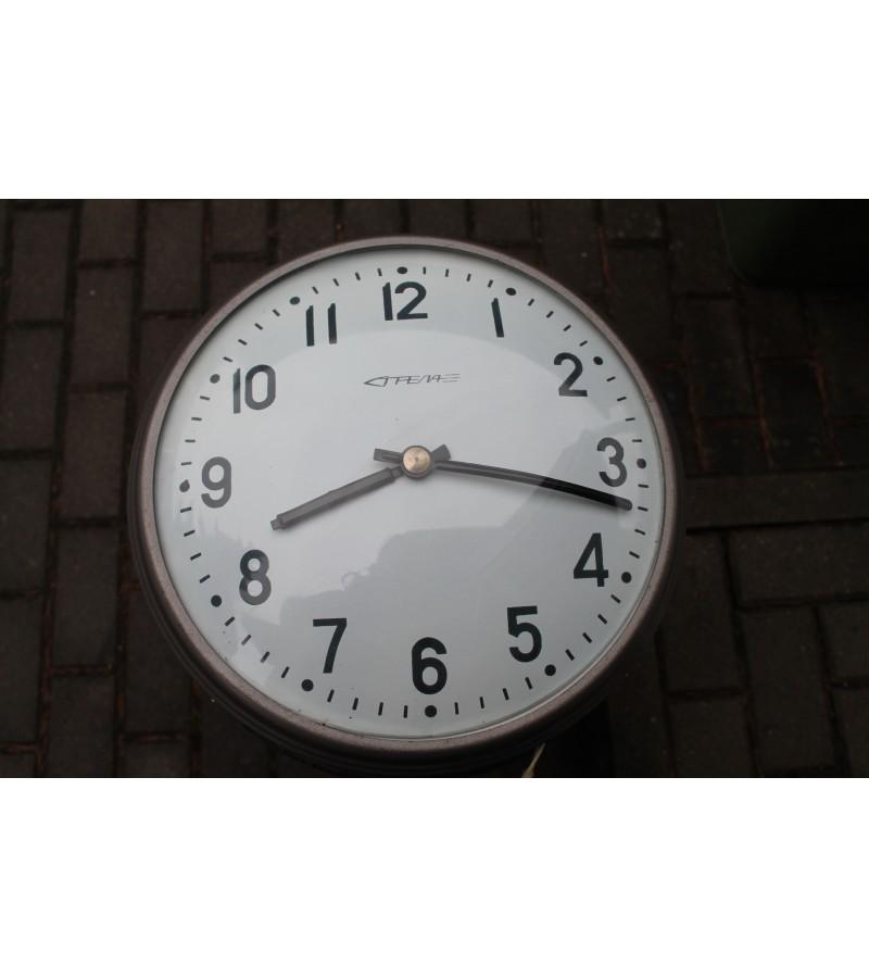 Laikrodis STRELA isgaubtu stiklu. 12 V. 2 vnt. Kaina 52