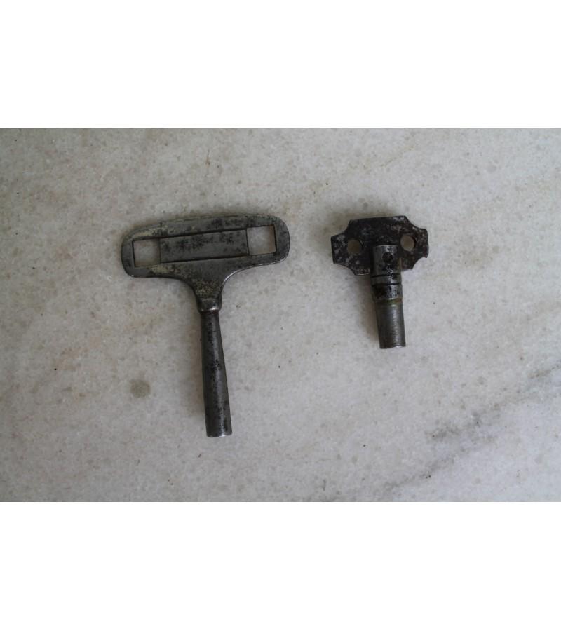 Antikvariniai laikrodzio prisukimo rakteliai. 2 vnt. Kaina po 6