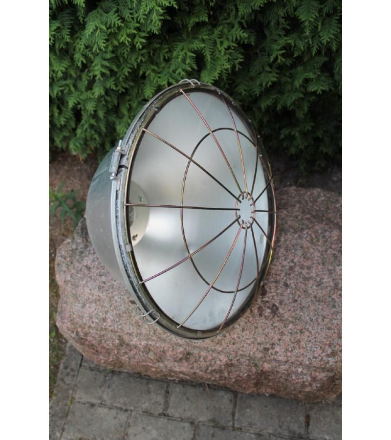 Loftinis didziulis aliuminis gaubtas su stiklu. Kaina 41 Eur.
