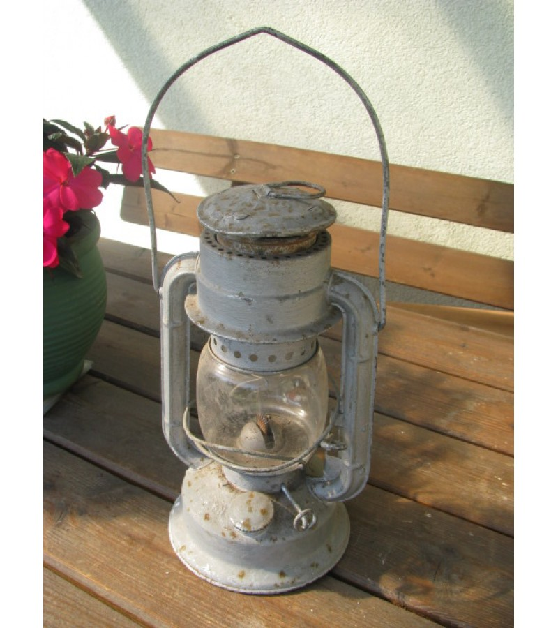 Žibalinė lempa senovinė. Kaina 18 Eur.