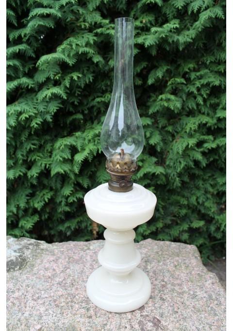 Žibalinė lempa. Antikvarine pieno stiklo.  Kaina 53 Eur.