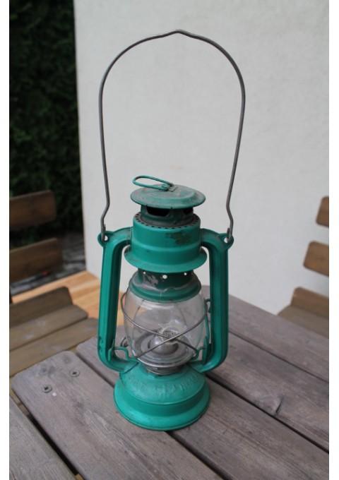 Žibalinė lempa veikianti. Kaina 21 Eur.