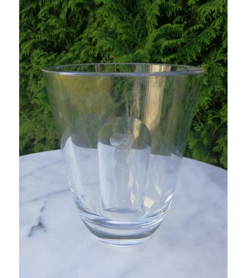 Antikvarine storo stiklo vaza. Kaina 32