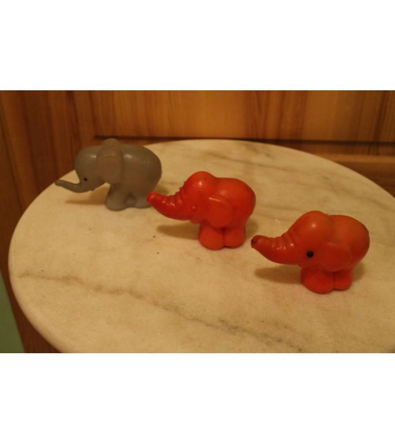 Tarybiniai plastmasiniai drambliukai.  LIKO 2 vnt. Kaina po 2 Eur.