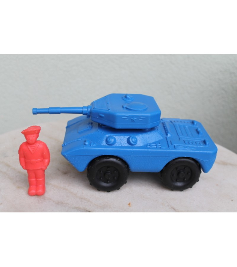 Tarybinis tankas. Kaina 22 Eur.
