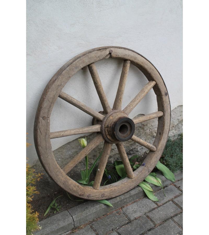 Didelis 85 cm. vezimo ratas. Kaina 33