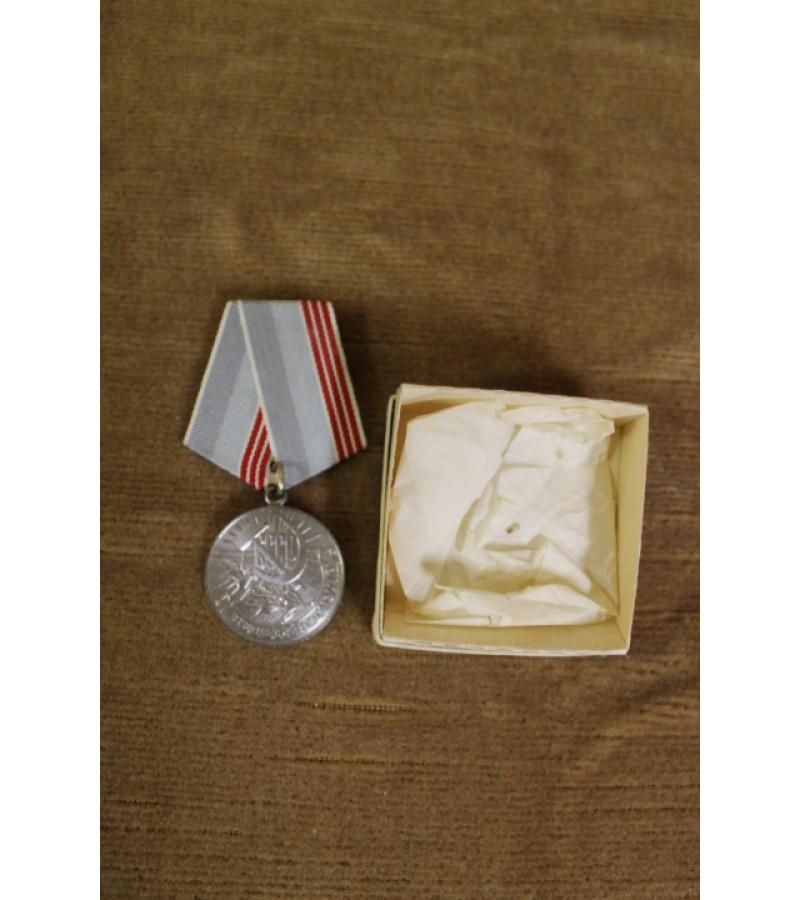 Medalis Darbo veteranui. Kaina 6 Eur.