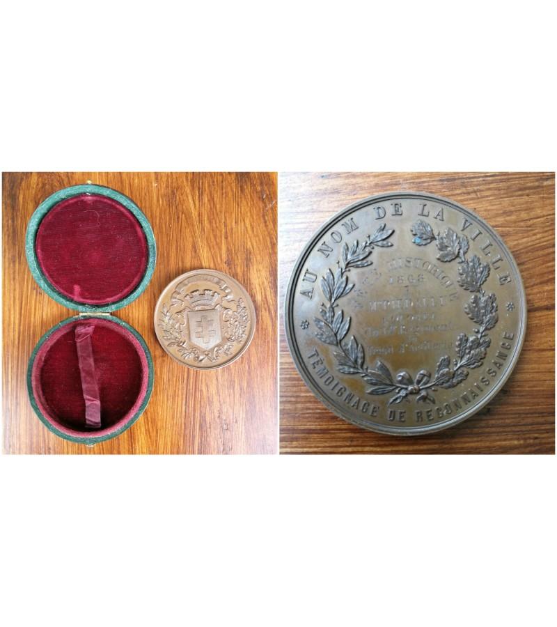 1868 m. prancuziskas stalo medalis originalioje dezuteje. Kaina 107