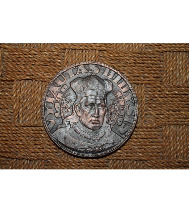 Vytautas, stalo medalio dydzio. Kaina 11 Eur.