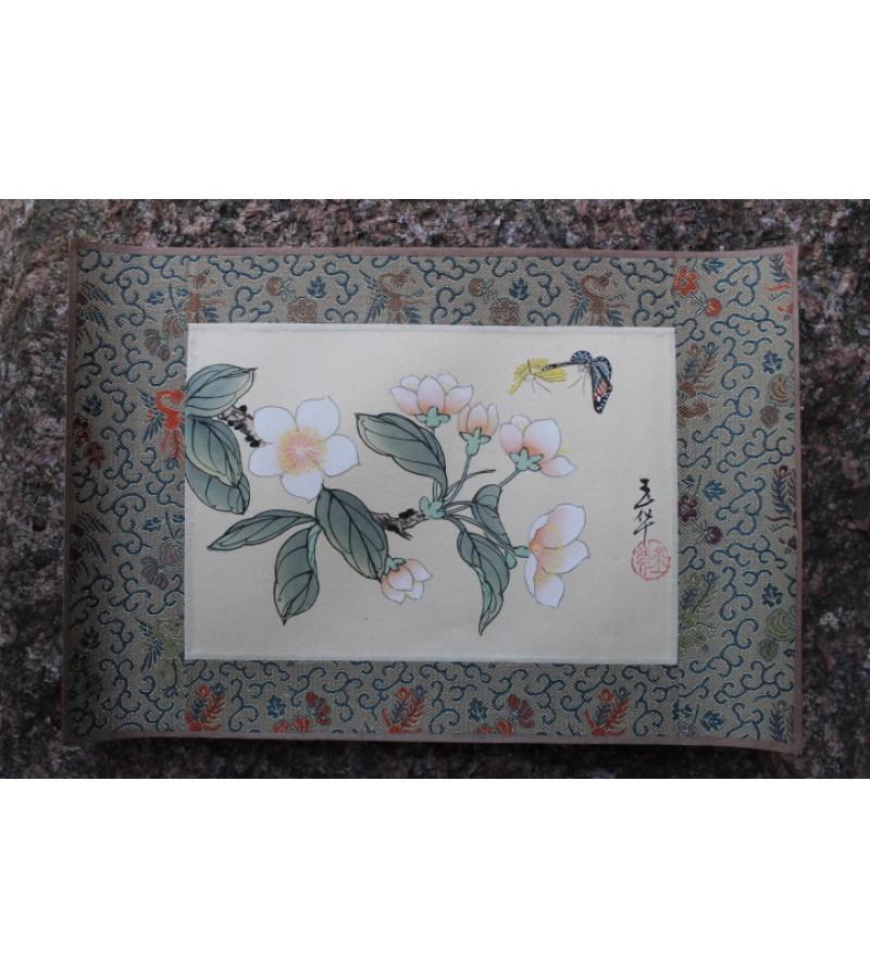 Hand-painting. Made in China. Ranku darbas, Kinija. Silkas, popierius, tapyba. 2 vnt. Dydis: 15 X 22 cm. Kaina po 13 Eur.