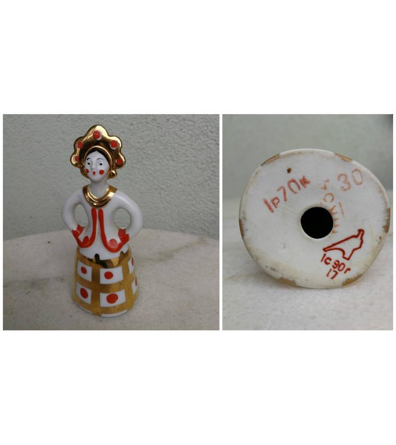 Statulėlė porcelianinė Mergina. taybinių laikų Dulevo porceliano fabrikas. Kaina 32