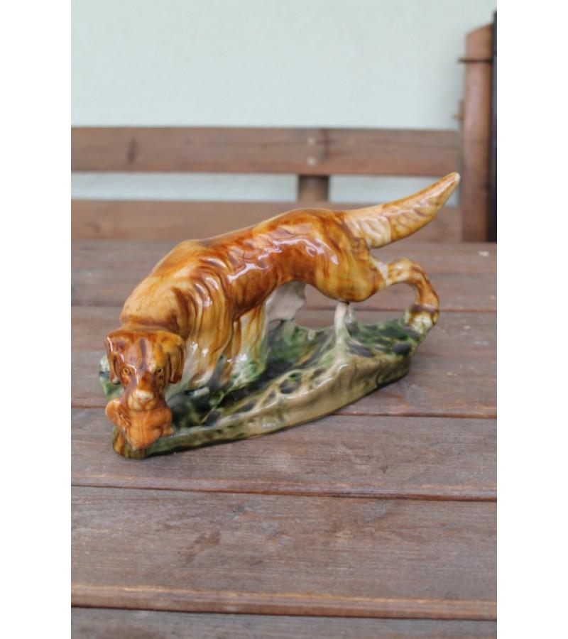 Statulėlė Medžioklinis šuo neša antį. Fajansas. Kaina 46 Eur.