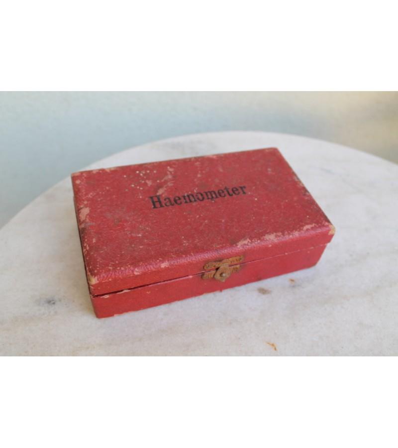Hemometras (Haemometer) tarpukario, antikvarinis originalioje dėžutėje. Kaina 16