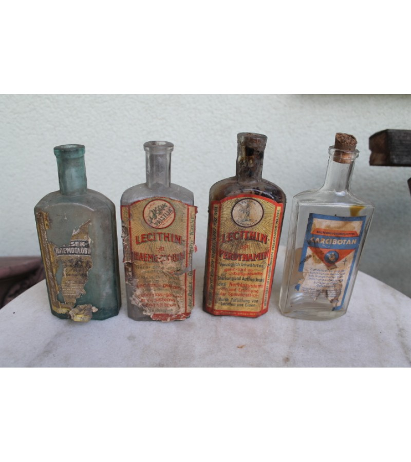 Tarpukario buteliai su vaistu etiketem. 3 vnt. TRECIAS PARDUOTAS. Kaina po 9 Eur.