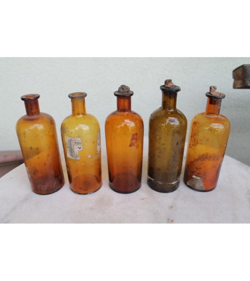 Prieskariniai vaistines buteliukai po 250 ml. Kaina po 9 Eur.