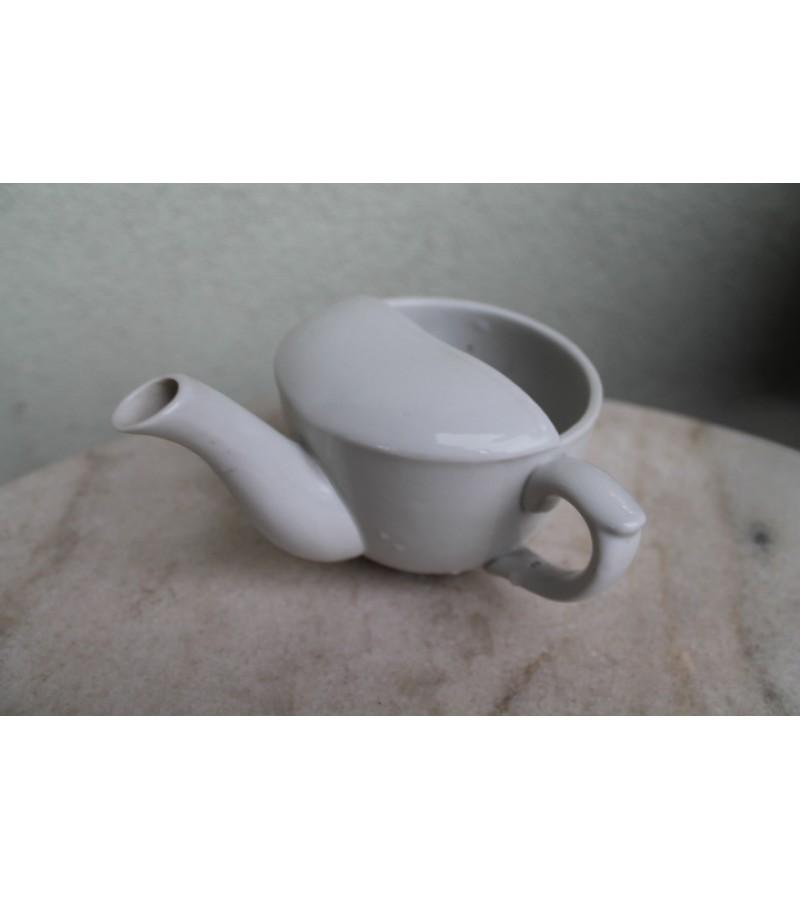 Antikvarine porcelianine ligoniu gertuve. Kaina 18 Eur.