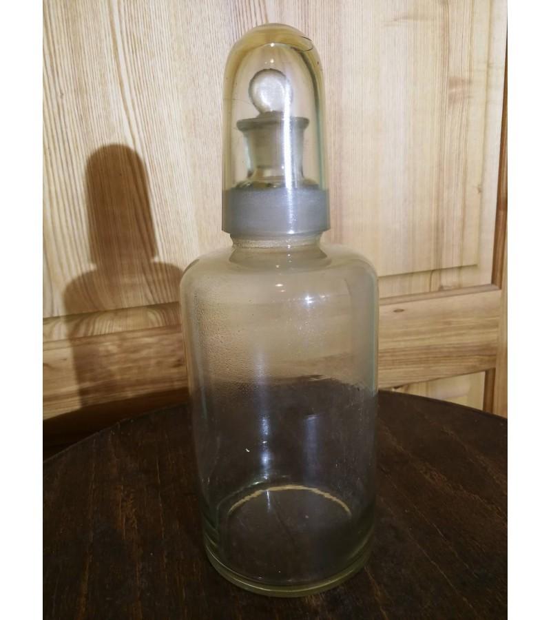 Antikvarinis vaistines butelis su sandariu kamsciu ir taurele. Kaina 28